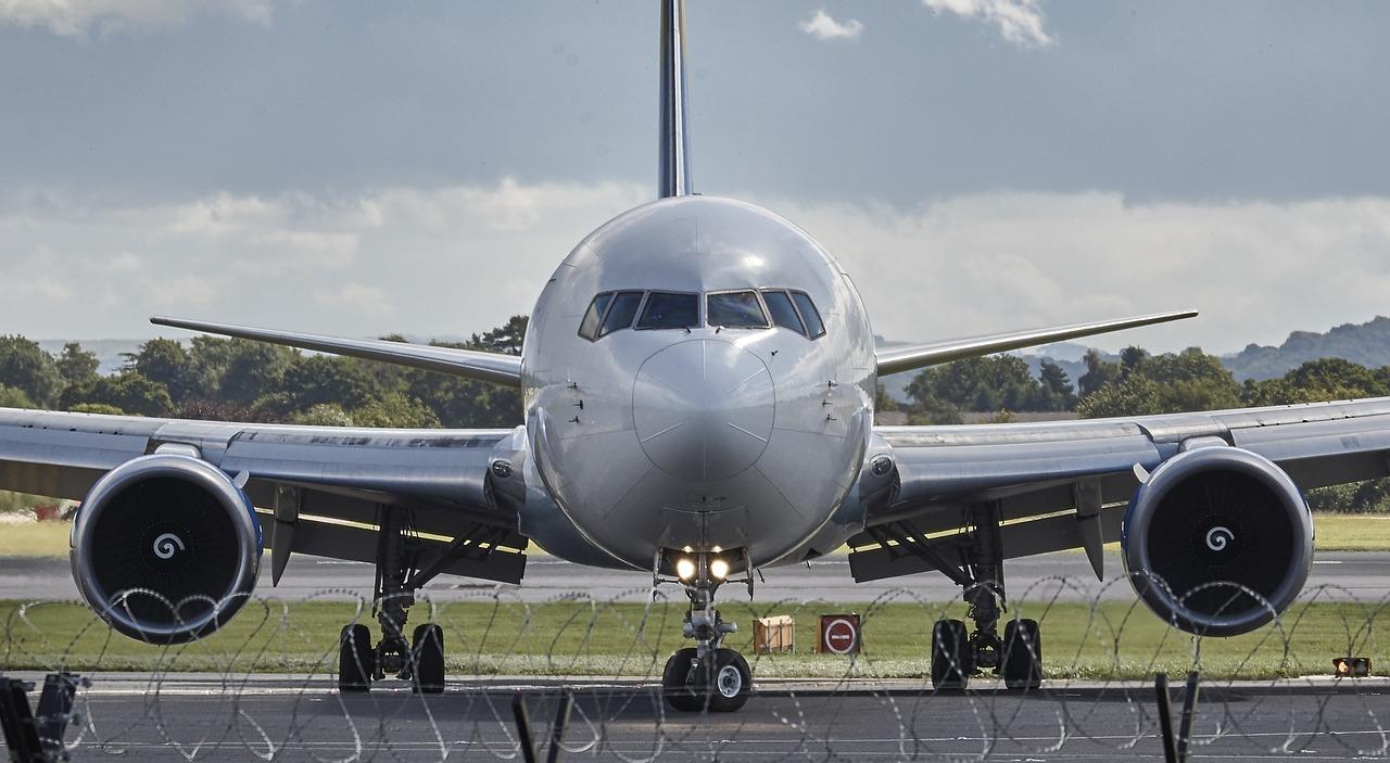 aircraft-994943_1280